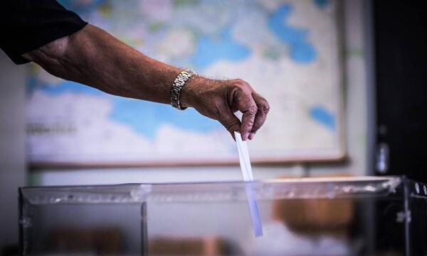 Απίστευτο: Αυτός είναι ο ψηφοφόρος που έγινε viral (pics)