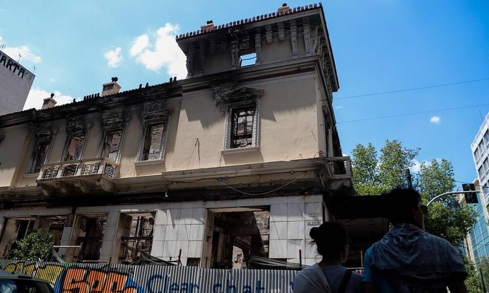 Σεισμός Αθήνα: Τρέμει η γη στην Αττική - Δεκάδες μετασεισμοί και ζημιές (pics+vids)