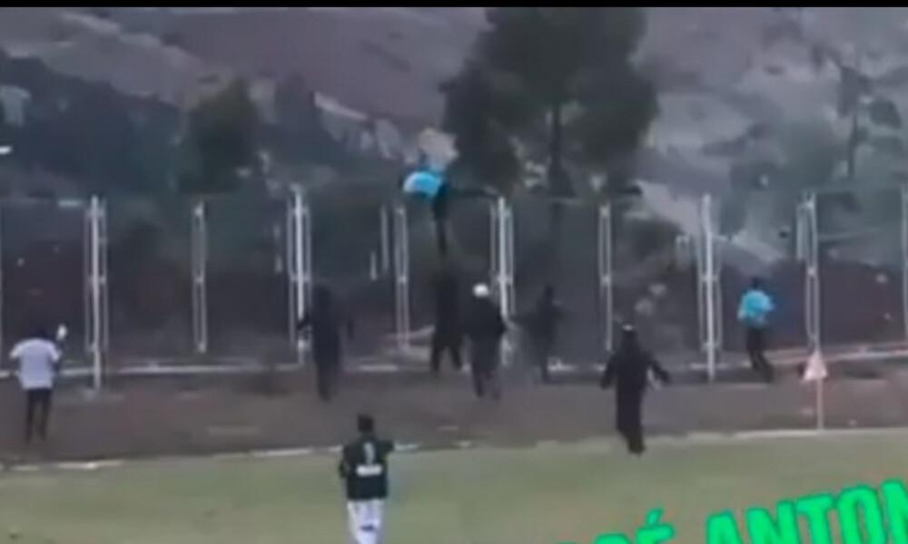 Απίστευτο! Διαιτητής έτρεξε να σωθεί και… πήδηξε τα κάγκελα! (video)