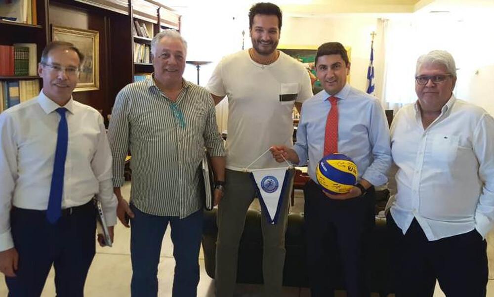 Συναντήθηκε με την ΕΟΠΕ ο Αυγενάκης