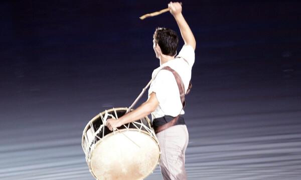 Θυμάστε τον τυμπανιστή της έναρξης των Ολυμπιακών Αγώνων; Δείτε πώς είναι σήμερα (photos+video)