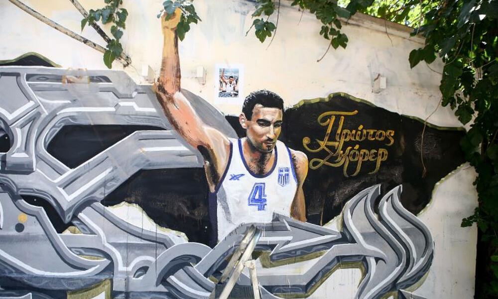 Καρέ – καρέ η… διόρθωση στο γκράφιτι του Νίκου Γκάλη (photos)