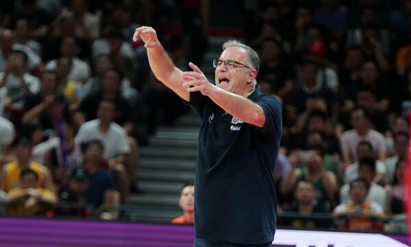 Σκουρτόπουλος: «Συγκεντρωνόμαστε στην Τσεχία για νίκη και πρόκριση» (video)