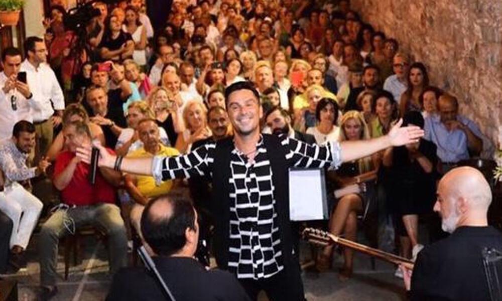 Θανάσης Βασιλάκος: Ξεσήκωσε το κοινό στα «Θεοτόκεια» στον Βόσπορο (pics)