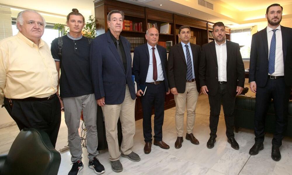 Συνάντηση Αυγενάκη-Super League 2 για το τηλεοπτικό