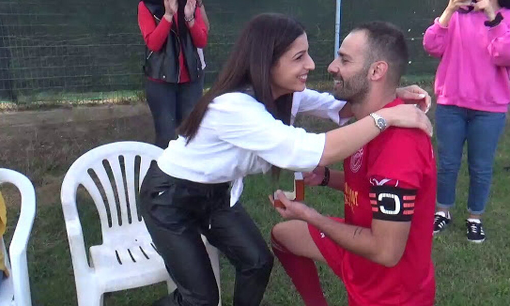 Απίστευτο! Ποδοσφαιριστής κάνει πρόταση γάμου σε κόρη αντίπαλου παράγοντα (video)