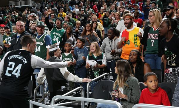 NBA: Χαμός στο… οικογενειακό διπλό των Μπακς! (photos+video)