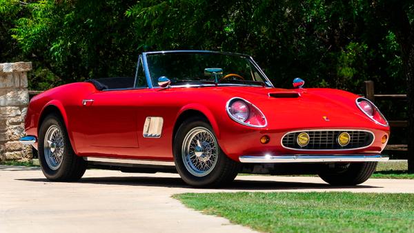 Τι θα έλεγες για την αυτήν την κλασική Ferrari Spyder;