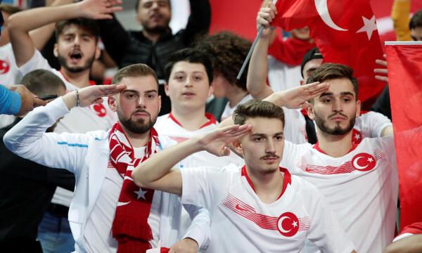 Γαλλία – Τουρκία: «Γκρίζοι Λύκοι» και στρατιωτικοί χαιρετισμοί στο Παρίσι! (videos+photos)