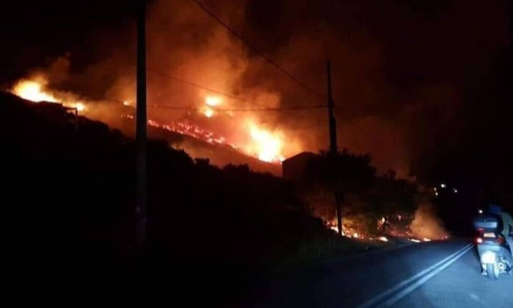 Φωτιά: Πύρινη «κόλαση» στο Πόρτο Ράφτη - Απειλούνται κατοικίες