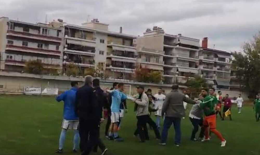 Πλακώθηκαν σε αγώνα της Γ' Εθνικής - Επεισόδια με παίκτες και οπαδούς (photos&video)