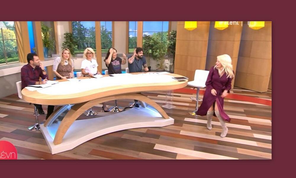 Ελένη Μενεγάκη: Άνοιξε το φόρεμά της- Καρέ καρέ το σέξι ατύχημά της! (Photos & Video)