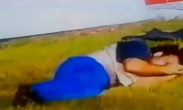 Σοκαριστικό βίντεο: Η στιγμή που οπαδός έπεσε από οροφή γηπέδου