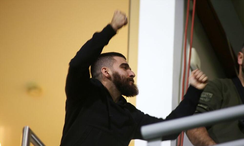 Επικό τρολάρισμα Γιώργου Σαββίδη με… Εθνική Ελλάδας (photos)
