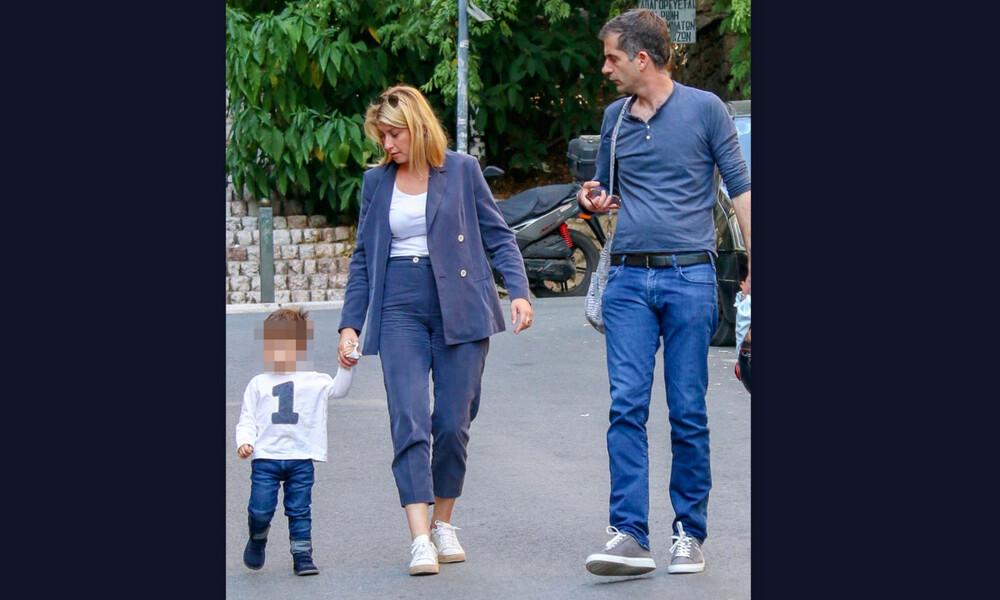 Σία Κοσιώνη-Κώστας Μπακογιάννης: Οικογενειακή έξοδος με τον μικρό τους (photos)