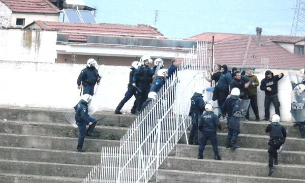 Χαμός στο Τρίκαλα-Αιγάλεω: Επίθεση οπαδού σε παίκτη, άγριες συμπλοκές με ΜΑΤ! (photos+videos)
