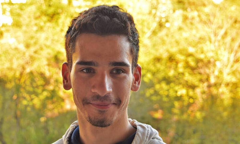 Αργύρης Κουμτζής: Ένας αριστούχος τυφλός φοιτητής ανοίγει το δρόμο για την εκπαίδευση των ΑμεΑ