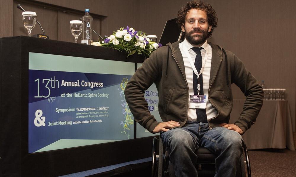 Αντώνης Τσαπατάκης: Ένας άντρας που πολεμάει για την αξία της ζωής