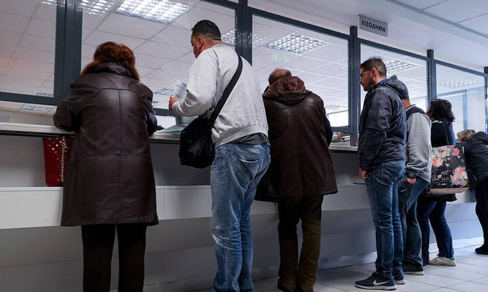 Τέλος οι ουρές στις εφορίες: Διασύνδεση της ΑΑΔΕ με το Μητρώο Πολιτών του ΥΠΕΣ