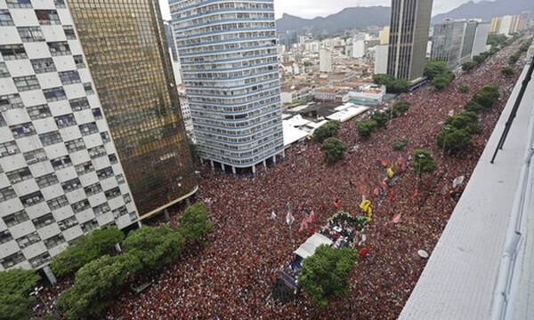 «Βούλιαξε» το Ρίο: Δυο εκατομμύρια φίλαθλοι στην υποδοχή της Φλαμένγκο (video+photos)