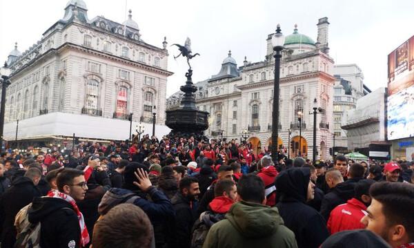 Τότεναμ – Ολυμπιακός: «Ερυθρόλευκη»… κατάληψη στο Λονδίνο (video+photos)