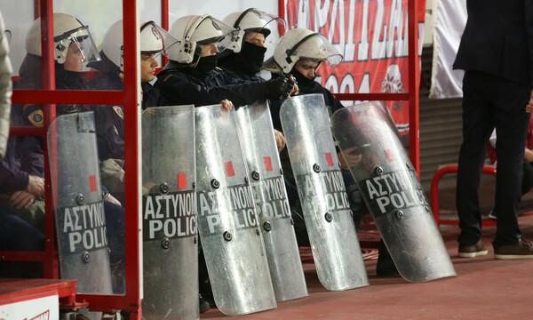 Ολυμπιακός-ΠΑΟΚ: Τραυματίστηκε αστυνομικός στο «Γ. Καραϊσκάκης»