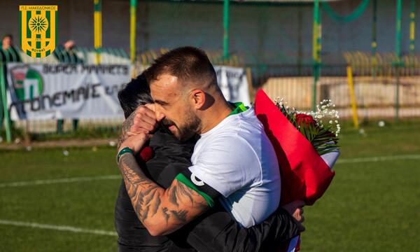 Η πιο όμορφη εικόνα της αγωνιστικής: Πρόταση γάμου σε γήπεδο Γ' Εθνικής (photos+video)