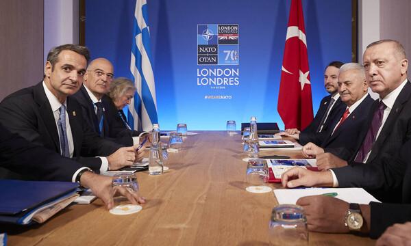 Συνάντηση Μητσοτάκη – Ερντογάν: Ολοκληρώθηκε το τετ-α-τετ - Η «συγγνώμη» και τα ψυχρά βλέμματα