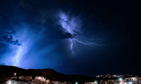 Κακοκαιρία: «Άνοιξαν» οι ουρανοί στην Αττική – Ποιες περιοχές «χτυπούν» σφοδρές καταιγίδες