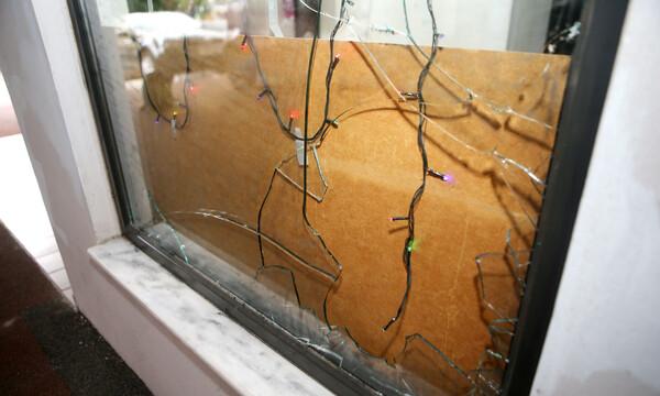 Οι ζημιές από την κροτίδα στην πολυκατοικία του Ευαγγέλου (photos)