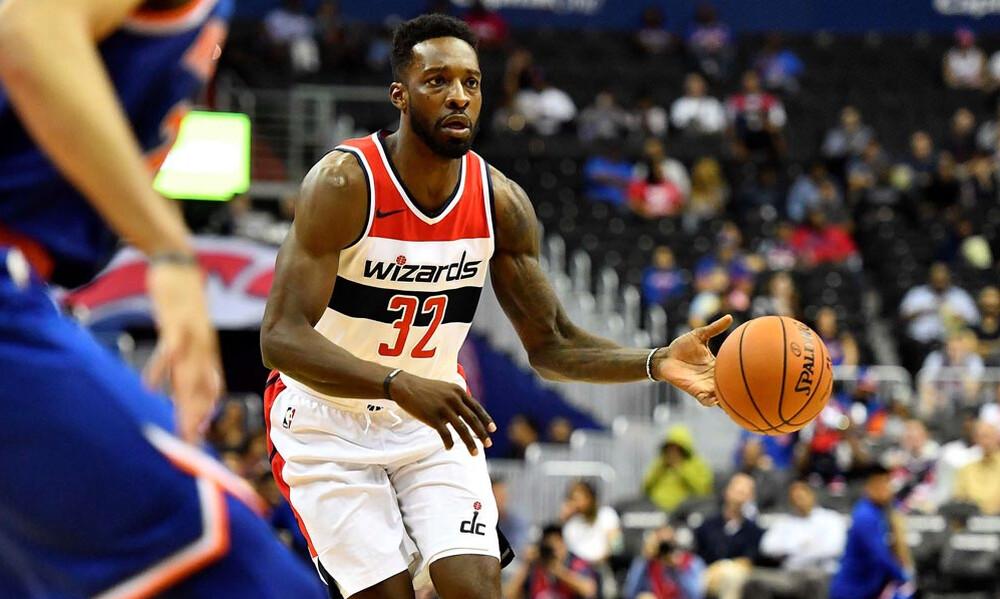 NBA: Αποδέσμευσαν τον Γκριν και πήραν rookie των Μπακς οι Τζαζ