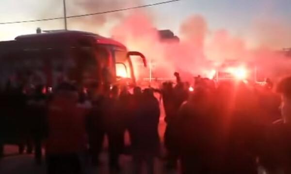 Ολυμπιακός: Αποθεωτική υποδοχή στην Καλαμάτα (video)