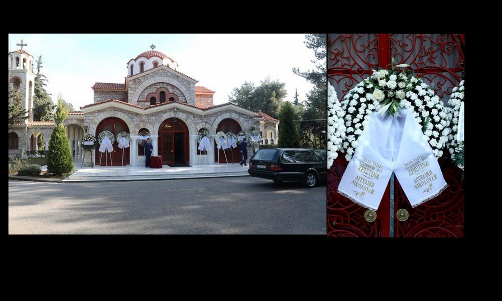 Κηδεία Χριστίνας Λυκιαρδοπούλου: Συντετριμμένοι συγγενείς, φίλοι και συνεργάτες στο τελευταίο αντίο