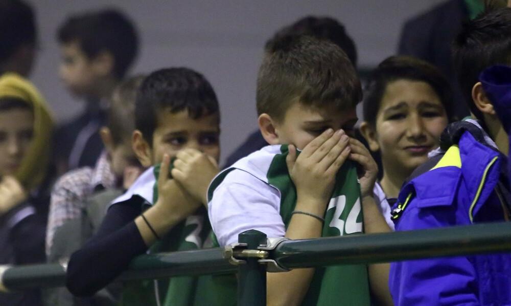 Καπνογόνα, χάος και θλιβερές εικόνες στο Δάφνη Δαφνίου - Ολυμπιακός (photos)