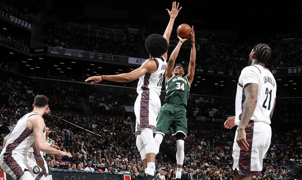 NBA: Κανένα πρόβλημα για Μπακς και Γιάννη στο Μπρούκλιν (photos+video)