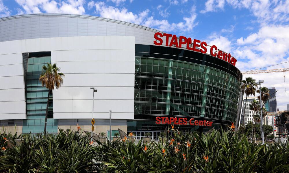 Χαμός στο Λος Άντζελες: Οι αρχές απαγορεύουν στον κόσμο να τιμήσει τον Κόμπι Μπράιαντ (photos+video)