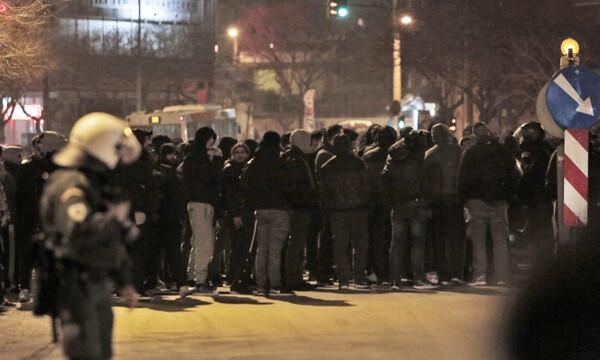 Στα «κάγκελα» ο κόσμος του ΠΑΟΚ - Οπαδοί στα γραφεία της ΝΔ, συνθήματα κατά Αυγενάκη (photos)
