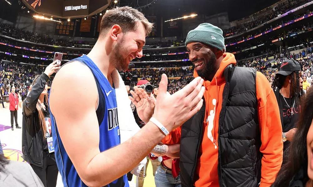 NBA: Τίμησε τα θύματα του δυστυχήματος ο Ντόντσιτς (photos)