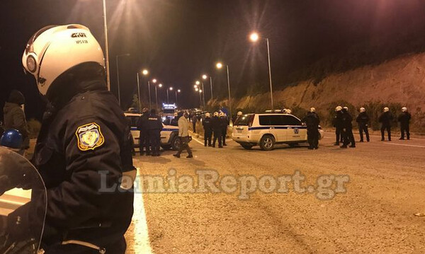 Επεισόδια στη Λαμία: Συγκρούσεις οπαδών της ΑΕΛ με αστυνομικούς (photos)