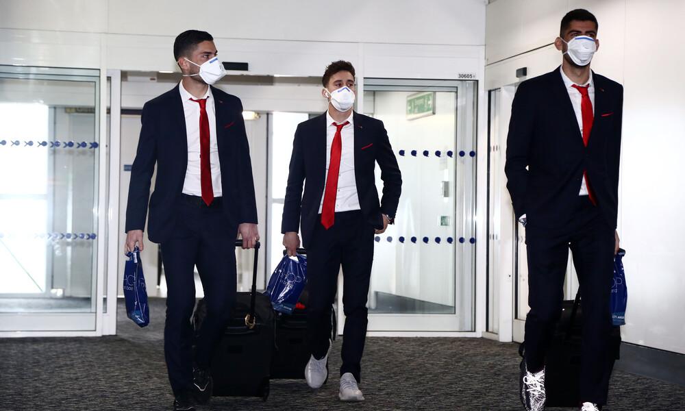 Ολυμπιακός: Με μάσκες στο Λονδίνο λόγω κοροναϊού (photos+video)