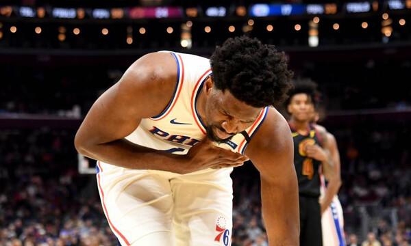 NBA: Ο τραυματισμός του Εμπίντ (video)