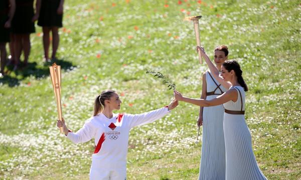 Αφή Ολυμπιακής φλόγας: Ξεκίνησε το ταξίδι της για το Τόκιο (photos+video)