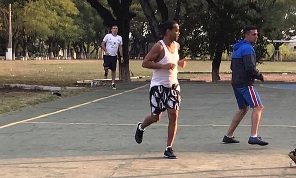 Έπαιξε μπάλα στη φυλακή ο Ροναλντίνιο - Το απίστευτο έπαθλο που κέρδισε η ομάδα του