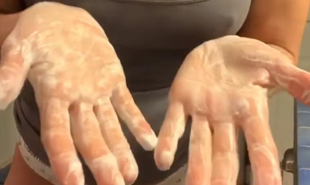 Το πιο σέξι πλύσιμο χεριών ενάντια στον κορονοϊό (video+photos)