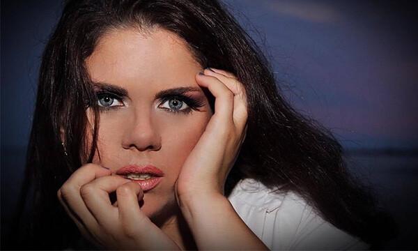 «Μένουμε σπίτι»: Διασκευή σε τραγούδι του Σ. Ρουβά έκανε τραγουδίστρια από τη Χαλκιδική
