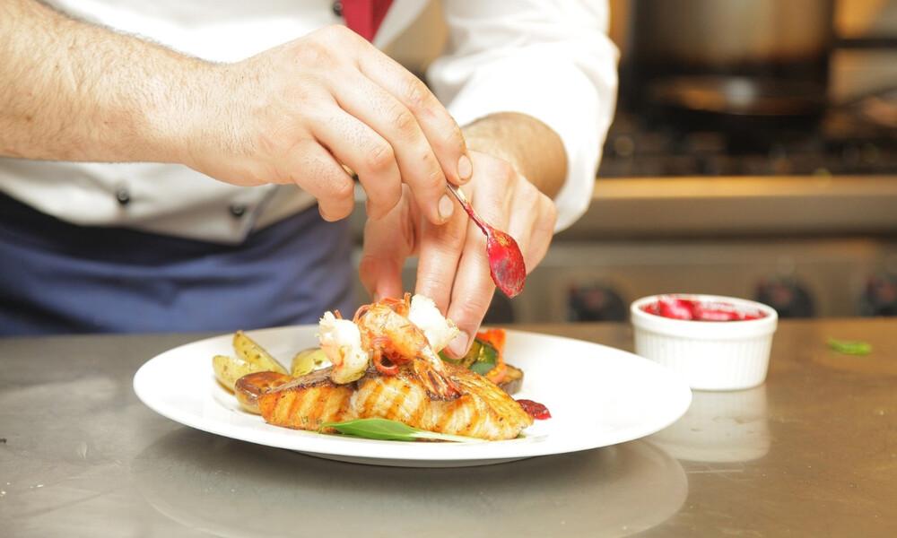 Πασίγνωστος σεφ απέλυσε εκατοντάδες υπαλλήλους του λόγω… κορονοϊού (photos)