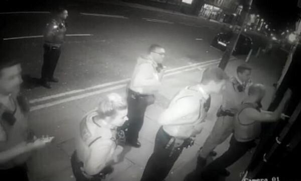 Απίστευτη γκάφα - Αστυνομικοί έκαναν ντου σε κλειστό κλαμπ! Δεν φαντάζεστε γιατί (photos+video)