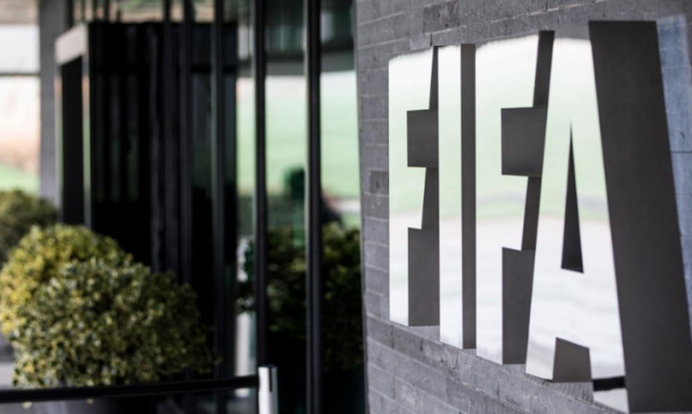 Πήρε αποφάσεις η FIFA – Τι θα ισχύσει με τα συμβόλαια και τις μεταγραφές