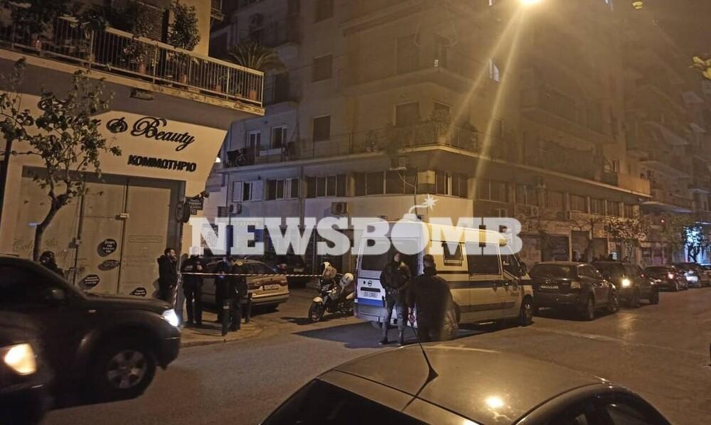 Συναγερμός στο κέντρο της Αθήνας: Άνοιξε πυρ και ταμπουρώθηκε στο διαμέρισμά του - Οι πρώτες εικόνες