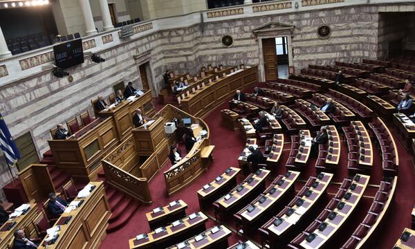 Στη Βουλή η τροπολογία για την τροποποίηση των προκηρύξεων των φετινών πρωταθλημάτων